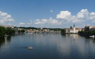 Der Blick bei besten Wetter auf die Karlsbrücke!