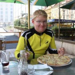 Nach 1500 km darf ich mir nun endlich mal eine Pizza gönnen! OK es sind eher Bratkartoffel auf Pizzaboden! :D
